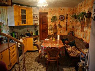Продается  дом в  центре Ставчен возможны варианты обмена торг уместен.