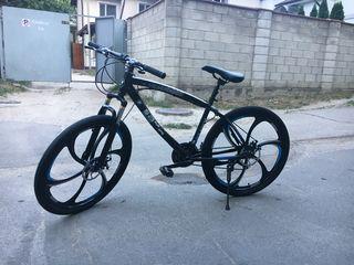 Велосипед на литых дисках BMW в наличие  . Хит 2018