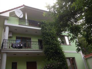 Продаётся 3-ёх этажный Дом,400 м2 в самом центре города.Центр, ул.Иоан-Ботезэторул.