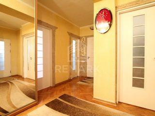 Chirie  apartament cu 3 odăi, Centru, str. Nicolae Iorga, 350 €