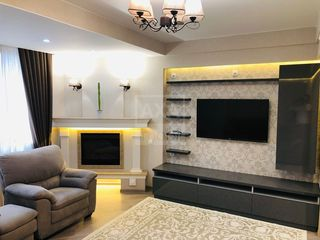 Spre închiriere apartament modern cu 3 camere, 90 mp, zona ultracentrală a orașului