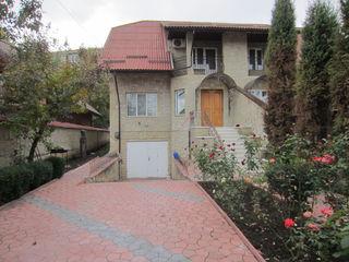 Casa  la Buiucani + garaj  --  600 euro