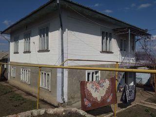 Продается 2 этажный дом в г. Дрокия