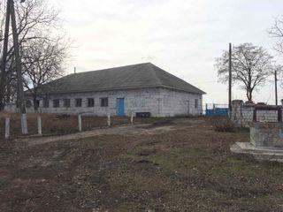 Spatii p/ru producere cu toate retelele pe teren , teren aferent in zona industriala din Drochia
