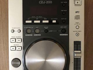 2 Pioneer CDJ 200 new