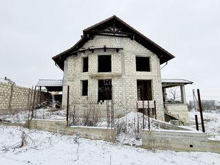 Se vinde urgent casă cu un proiect reuşit, lângă pădure în Sociteni, 6 ari!