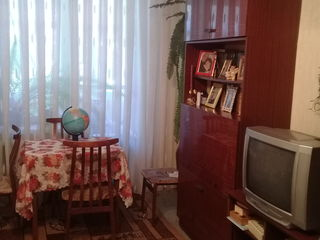 Vînd apartament cu 3 camere in orasul Soroca!!!!