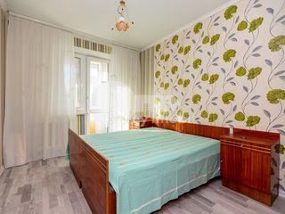 Apartament 3 camere, reparație, Centru, 300 €