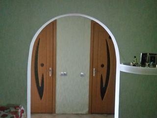 Se vinde apatrament cu trei odai cu reparatie in satul Speia raionul Anenii noi .