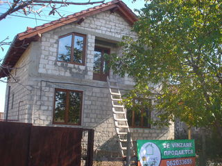 Casa cu 2 nivele in com.Ciorescu, strada 31 August la distanta de 500m de la traseul Criuleni