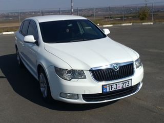 Doua automobile albe la ceremonia dvs Skoda Superb - 100euro