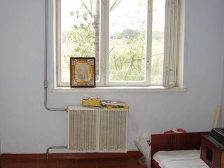 Vind apartament in Telenesti cu 3 camere negociabil