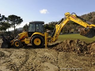 Servicii  cu excavatoru 24/24 si prin transfer