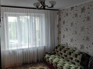 Продается 3- комнатная квартира 65 кв. м. район 10 -ый квартал. Этаж 2 из 5 все комнаты раздельные,