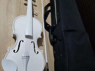Vind vioara alba 4/4(sunati la sms nu raspund)