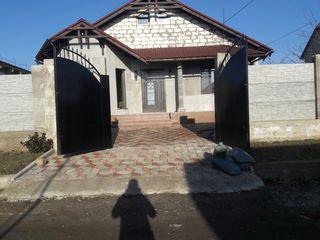 Casa noua cu mobila si tehnica