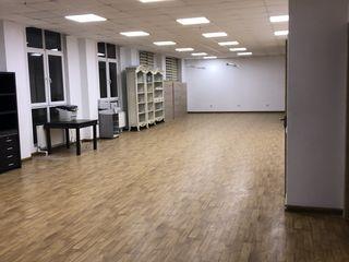 Vând spațiu comercial 210 m2 centru bloc nou