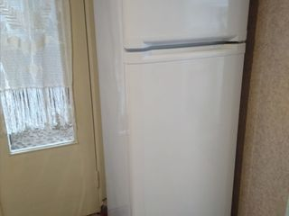 Продам холодильник 1100 лей. Газ плита 900 лей. Б у в отличном состоянии