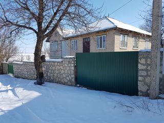 Продаётся дом с ореховым садом и озером.
