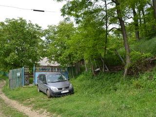 Schimb pe automobil. Sau se vinde casă de locuit cu 30 ari . În raionul Hâncești.  Satul Stolniceni