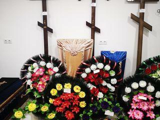 Cruci, sicrie, coroane, monumente funerare in Ungheni
