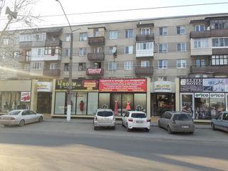 Продаётся    двухкомнатная   квартира   в  центре    Бельц