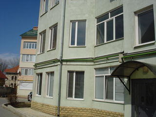 Se vinde apartament cu 3 odai,str.Grenoble vizavi de Vila-Verde
