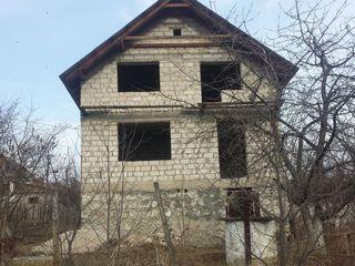 Se vinde lot de pamint cu casa construita! Продается дачный участок с построенным домом!