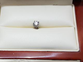Продам серьгу с бриллиантом 0,52 карат !