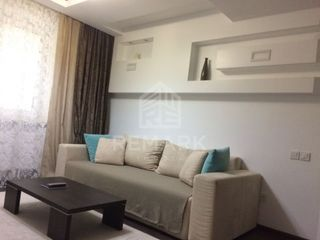 Chirie , Apartament cu 3 odăi, Poșta Veche,  str. Socoleni, 300 €