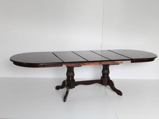 Стол в 3 сложения новый цена 5080 лей. 6-12 персон.