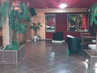 De vinzare obiect comercial in acitivitate, I etaj - bar, cafe, Subsol - biliard, terasa