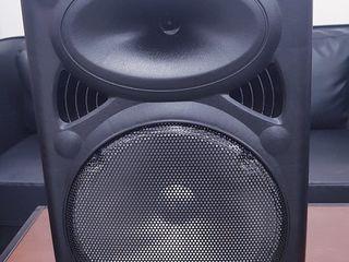 1550 лей! Новая. Портативная колонка+Микрофон+Bluetooth+AUX+FM.Бесплатная доставка!