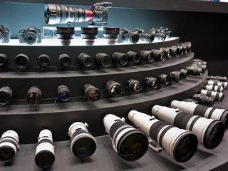 Куплю Объективы и Фотоаппараты Canon , Nikon , Zeiss Leica , Hasselblad и другие..  срочной продажи