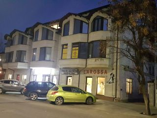 Сдаются Офисы 37м2, 60м2, 90м2, евро, аренда 1-вый этаж салон красоты, свадеб 90м2 на V. Alexandri