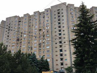 Apartament cu 2 odăi 18800 Eu în stare locativă, 50,2 m2, in 2 nivele, str. Piata Uniri 1, (Flacara)