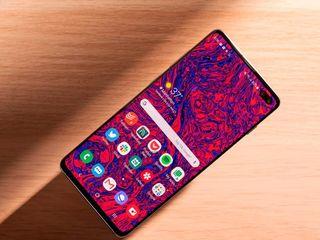 Продаю Samsung Galaxy S10 Plus, скидка до -20%!! Гарантия и бесплатная доставка!!