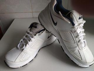 Продам кроссовки  Nike - 41,5 размер - 600 лей и Fila-40р - 300 л