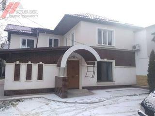 Se vinde apartament cu 2 odai pe pamint in centru, incalziria autonoma 32000 euro