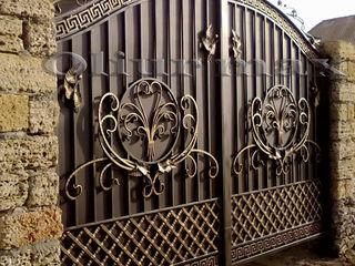 Перила,заборы,  ворота, решётки, козырьки, металлические двери, другие изделия из металла.