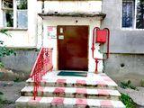 Vind apartament 2 camere pe str. Trandafirilor 33/2