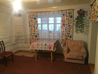 Se vinde casa bătrânească  satul milesti mici 15 minute situat de la chisinau 13 ari.