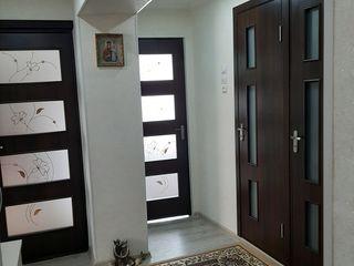 Vînd apartament cu 3 camere in satul Cojusna.tel 068197151