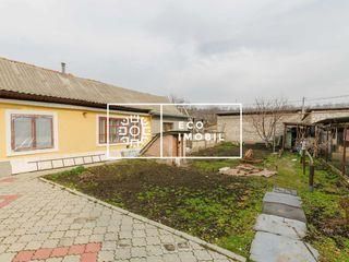 Vânzare, apartament la sol cu 3 odăi și curtea proprie. sect. Botanica, str. Grînelor (Codru).