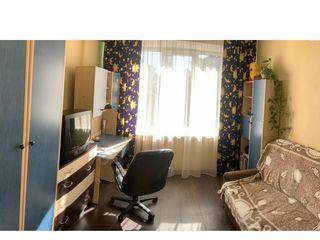 Schimb doua camere in camin pe apartament cu 2 sau 3 camere in centru ori Botanica