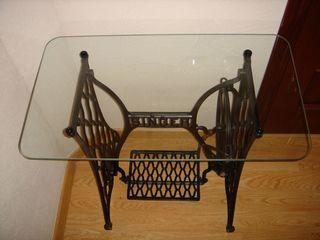Столик на станине Singer