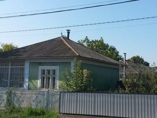 продается дом в центре города.