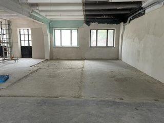 Сдаем торговое помещение под стройматериалы 365м2! 2,8м потолки! Две двери! Производственный пол!