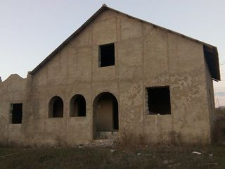 vand urgent casa varianta alba in satul Rezeni,r Ialoveni