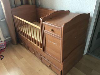 Детская кроватка с матрасом в хорошем состоянии